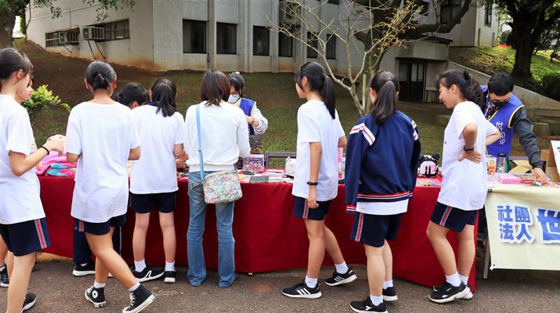 大華高中搶救受飢兒公益義賣活動