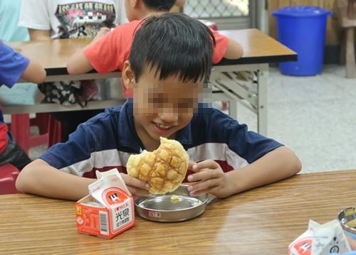捐助貧童愛心早餐服務